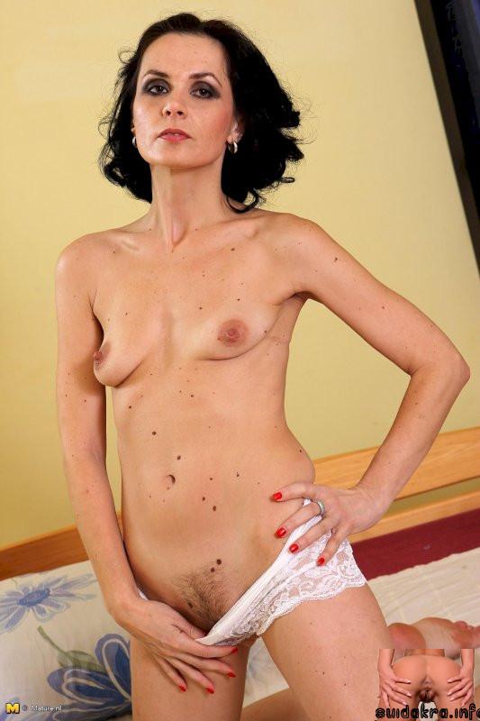 smoking nl milf mom mature tits pic boobs